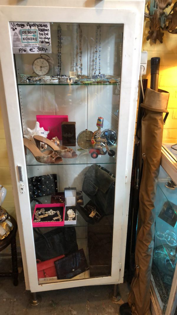 Vintage apothekerskasten 4