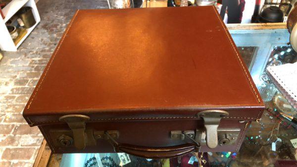 Brocante vierkante koffer 2