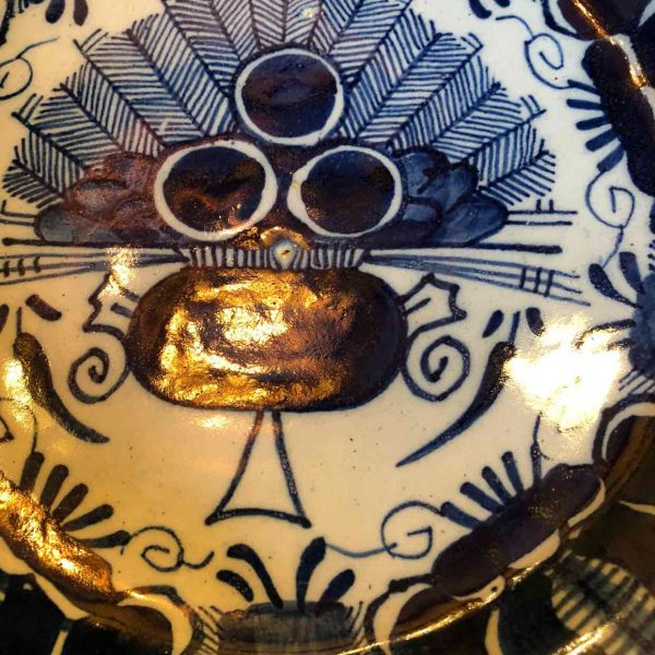 Drie klokken aardewerk bord 18de eeuw 1
